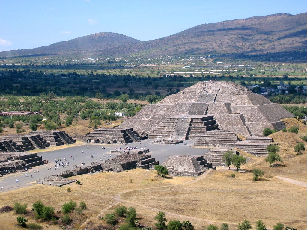 Spiffy view of Pyramida de la Luna from the top of del Sol.  We needed bottle rockets.
