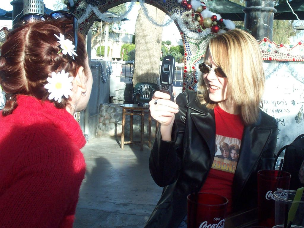 Spurtz found a pube in her drink