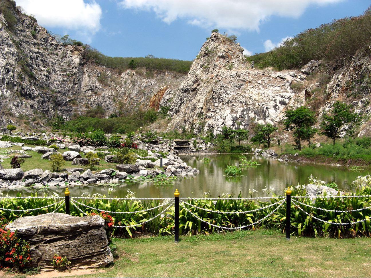 Cool rock garden.  It rocks!!!!